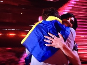 mans-zelmerlow-conchita-wurst-eurovision-2015-hug