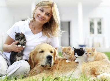 belarus-women-2-cats