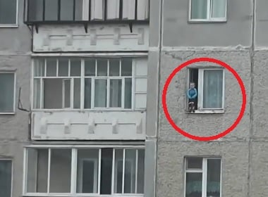 russian-child-dance-on-windowsill-video-1
