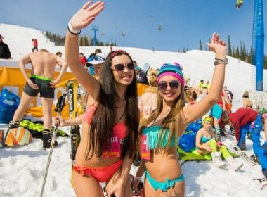 Russia Sets Record for Bikini Skiing: 1000 Guys, Girls in Swimsuits Slalom Downhill in Sochi