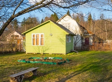 What is Dacha? Russian Countryside Cottages with Vegetable Gardens