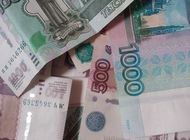Russians spend over 50% of their income on food