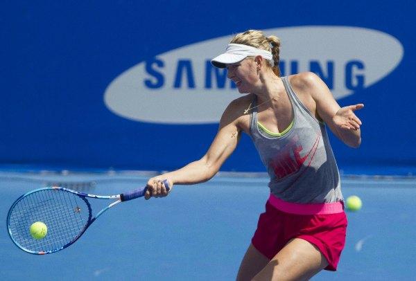 Maria Sharapova playing tennis.