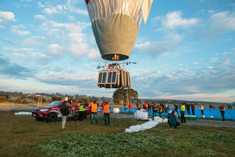 The take off hot air balloon.