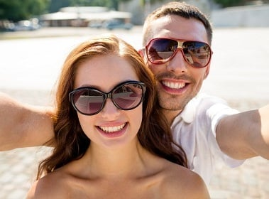 Rich people look at others less, and viewing other people's selfies makes us unhappy