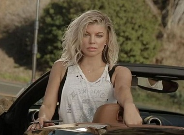 Fergie in a T-Shirt picturing dead Russian poet