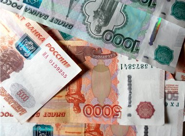 23% of Russians get paid cash in envelopes to hide true wages
