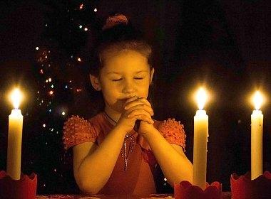xmas-girl-pray