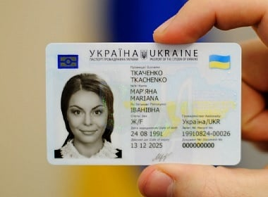 Ukraine issues 20,000 biometric passports in a day.
