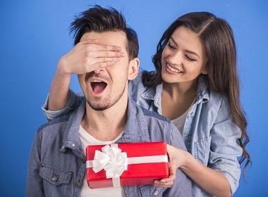 Что подарить мужчине иностранцу?
