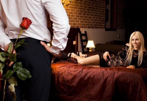 Красная роза для девушки.
