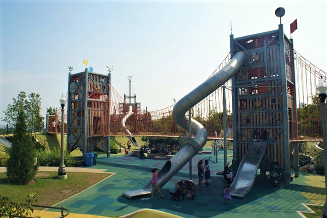 Детская площадка в парке Миллениум