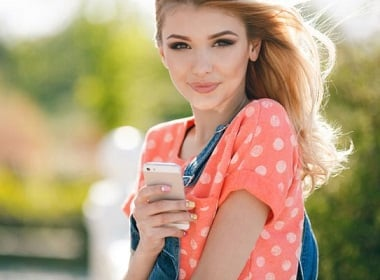 5 signs that Russian woman is interested in you