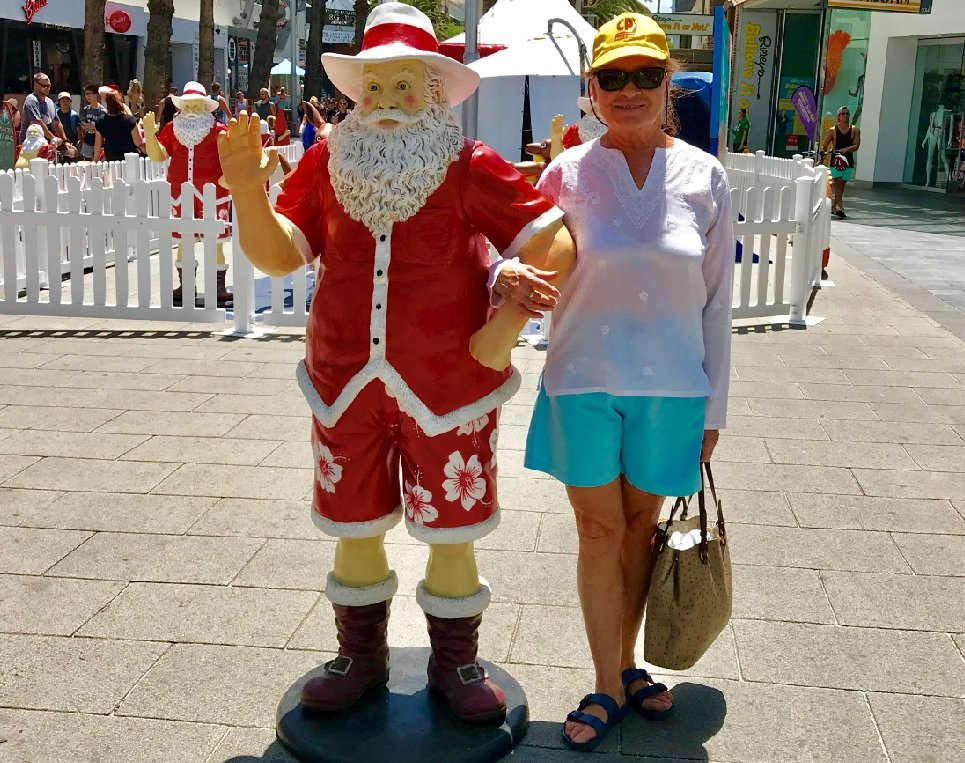 Санта Клаус в шортах. Surfers Paradise, Австралия.