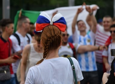 Russian guys pretend to be foreigners during FIFA World Cup to get girls.